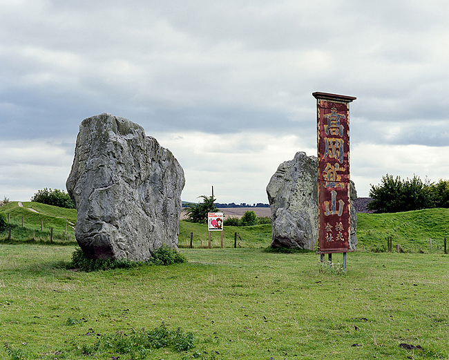 Avebury Ring, Wiltshire / Dog Litter is a Problem for Everyone